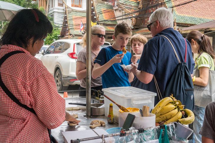 Strolling around in Bangrak street food alley, Bangkok