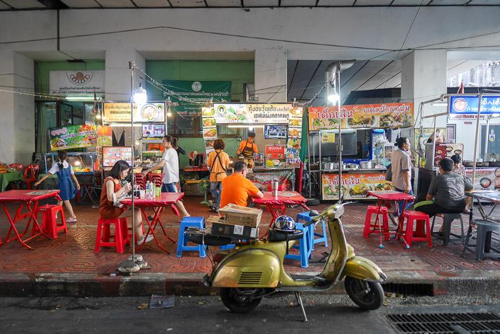 Street food at Talad Phlu, Bangkok