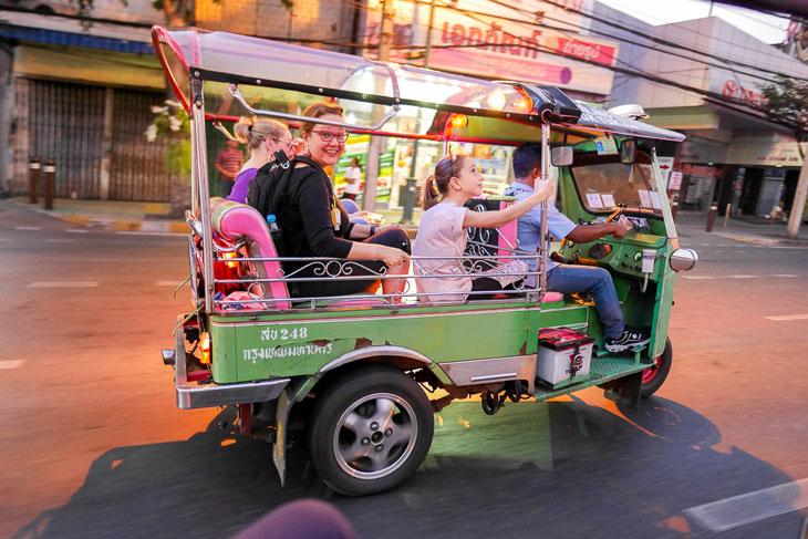Strolling around on a tuk tuk to Thonburi, Bangkok