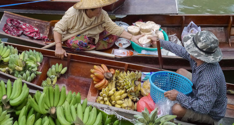 Floating market fruit vendors
