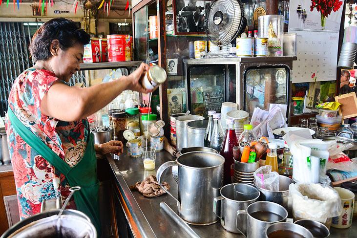 Thai style vintage coffee shop in Thonburi, Bangkok