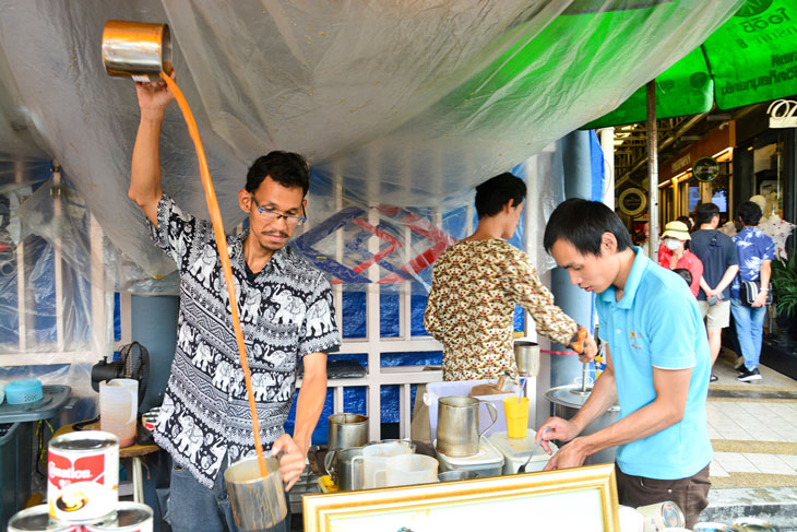 Iced tea pulling or Cha Chak at Chatuchak Market