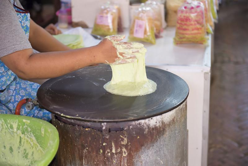 #3 Thing To Do in Ayutthaya – Making Roti Sai Mai