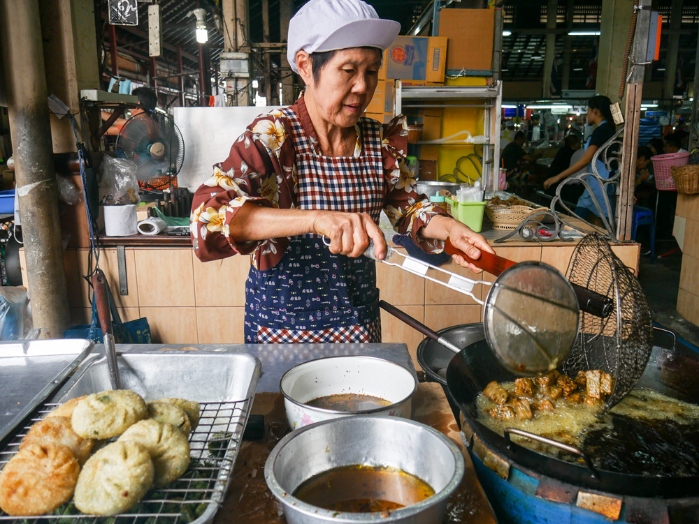 Chive dumplings at Nang Leong Market | Bangkok Fresh Markets | Bangkok Food Tours