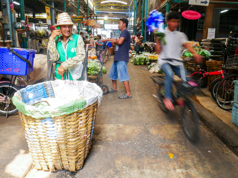 Klong Toey Market atmosphere | Bangkok Fresh Markets | Bangkok Food Tours