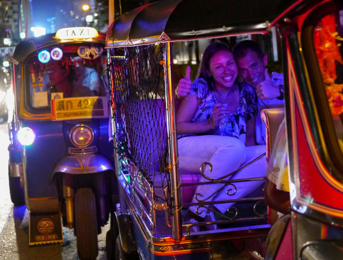 A happy couple on Smiling Tuk Tuk's The Romantic tour