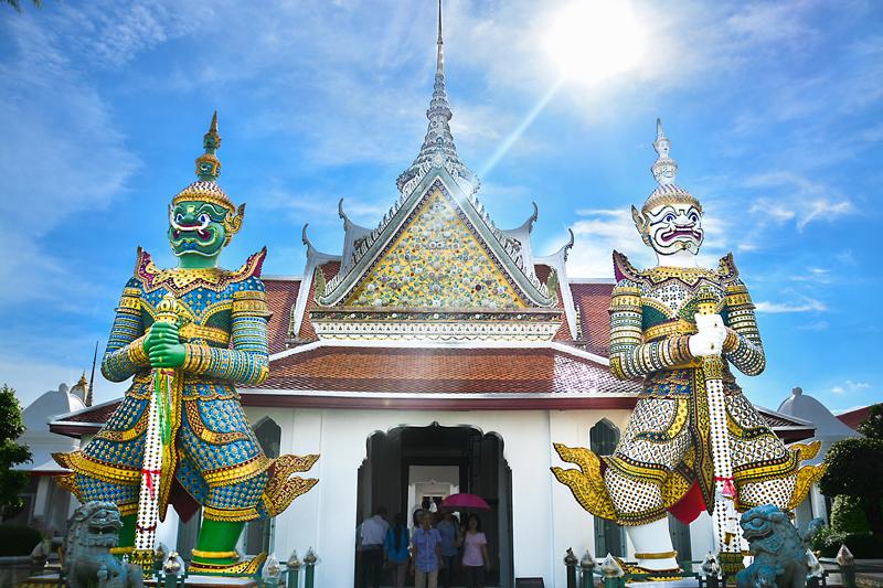Giant statues at Wat Arun | Chao Phraya River Sightseeing | Bangkok Food Tours