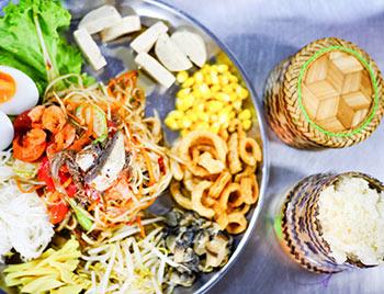 Bizarre Food Challenge Bangkok, Som tum platter