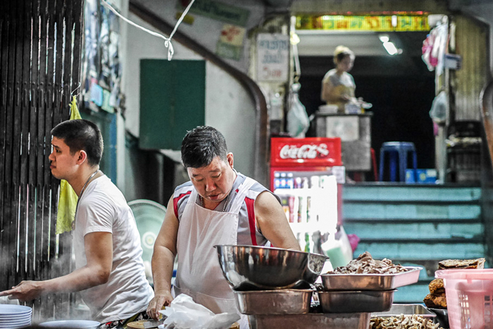 Kway Chap Ouan Pochana (rolled rice noodle and crispy pork belly in peppery soup) | Bangkok in 3 days | Bangkok Food Tours